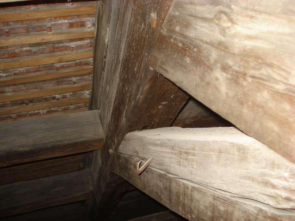 Bild 2 Holzschutzmittel im Dachstuhl Quelle: Competenza GmbH