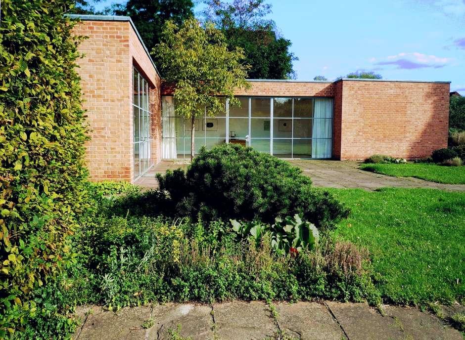 Mies van der Rohe Haus Berlin. Quelle: Wikipedia; Manfred Brückels.