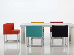 Der beliebte Esssessel wird untereinander mit verschiedenen Farben oder Formen individuell kombiniert. Foto: VDM/Brühl