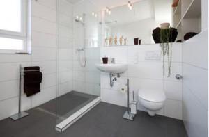 Ebenes Badezimmer Quelle: Casando.de