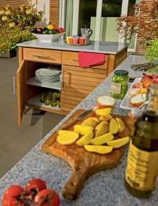 Die Outdoorküche macht's möglich: Kochen in frischer Luft. Quelle: VDM