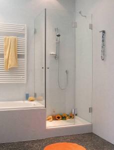 Combia Dusche neben Badewanne