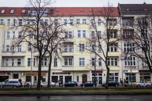 Das Haus befindet sich im Stadtbezirk Berlin-Prenzlauer Berg und soll über der vierten Etage ein ausgebautes Dachgeschoss mit Blick auf weite Teile des Szeneviertels erhalten. Quelle: BSB e.V.