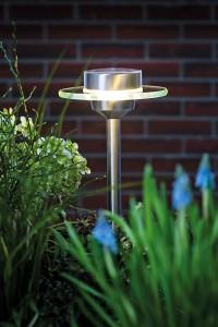 LED-Leuchten sind besonders langlebig und energiesparend. Besonders praktisch sind solarbetriebene Modelle.