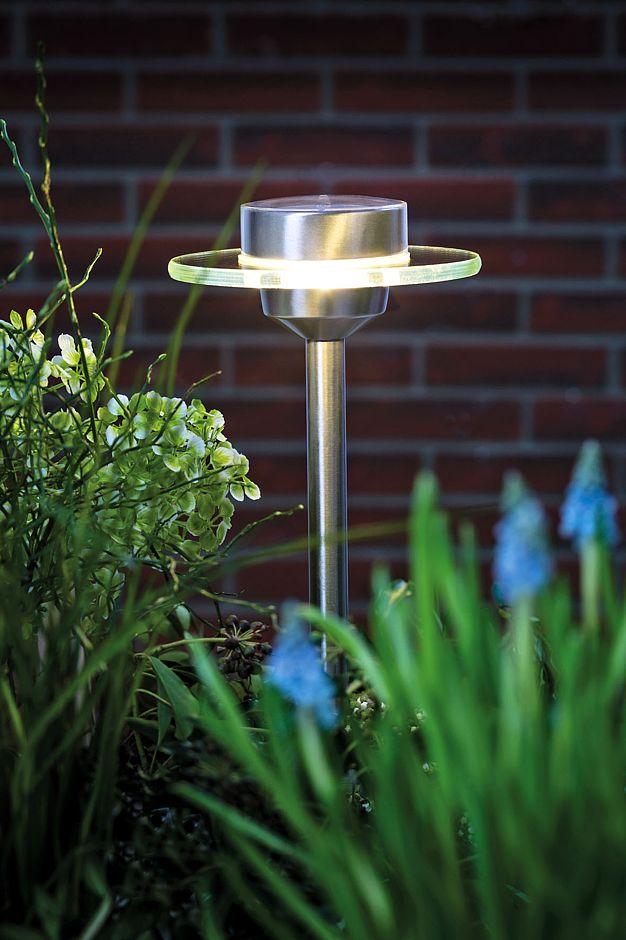 Lichtplanung Für Den Garten. LED Leuchten Sind Besonders Langlebig Und  Energiesparend. Besonders Praktisch Sind Solarbetriebene Modelle.