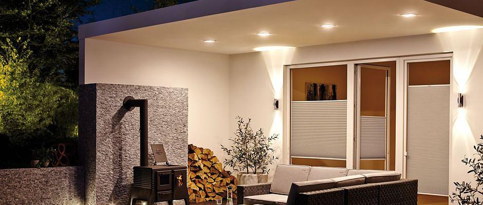 Fesselnd Kompakte, Trittfeste Bodeneinbauleuchten Lassen Sich In Terrassendielen  Einfügen. Besonders Praktisch Sind Solarbetriebene Modelle.