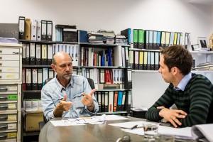 Im Gespräch erläutert Bauherrenberater Ludger Weidemüller die Ziele, Aufgaben und Serviceleistungen des Vereins. Foto: BSB e.V.