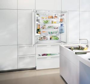 Unverzichtbar, ein Kühlbereich mit speziellen Frischeschubfächern nahe 0° C, in denen die Lebensmittel länger appetitlich frisch bleiben. (Foto: AMK)
