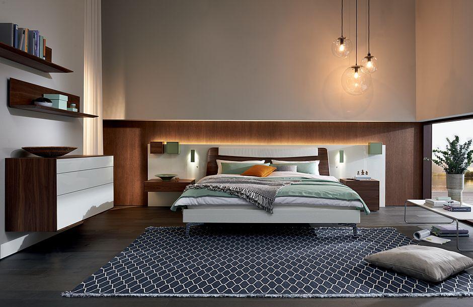 Indirektes LED Licht Im Schlafzimmer Erwärmt Die Atmosphäre Und Die Sinne.  Foto: VDM/hülsta