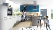 Grautöne in Kombination mit einem weiteren Farbton sorgen für ein verspieltes Ambiente während die Kombination von Grau und Schwarz eine edle Anmutung hat. (Fotos: AMK)