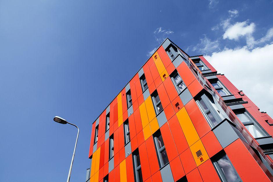 """Studentenwohnheim in Oxford, UK Auch ein Fertighaus von ELK: Das sechsgeschossige Studentenwohnheim """"Thames Street"""" mit 85 Studentenzimmern und 42 Studentenwohnungen."""