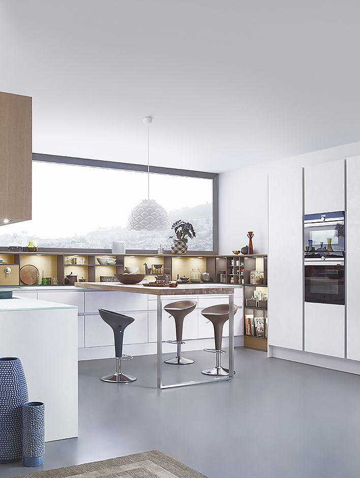 Auch im offenen grundriss machen einbauregale die küche wohnlich und gemütlich foto amk
