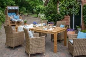 Gemütliches Wohnzimmer unter freiem Himmel: Bei der Möblierung von Garten und Terrasse legen viele Bundesbürger großen Wert auf hochwertige Materialien und attraktives Design. djd/dekoVries