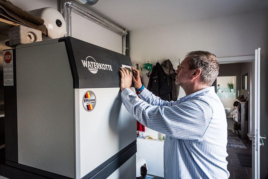 Aktuelle Betriebsdaten der Wärmepumpe werden abgelesen. Wenn erforderlich können die Heiz- und Kühleinstellungen angepasst werden. Die Auswirkungen sollten aber mit einem erfahrenen Heizungsbauer besprochen werden.
