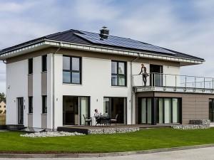 Das KAMPA Plus-Energie-Haus mit cleverem Anbaukonzept und Stromspeicher Foto: Unger Park / Kampa