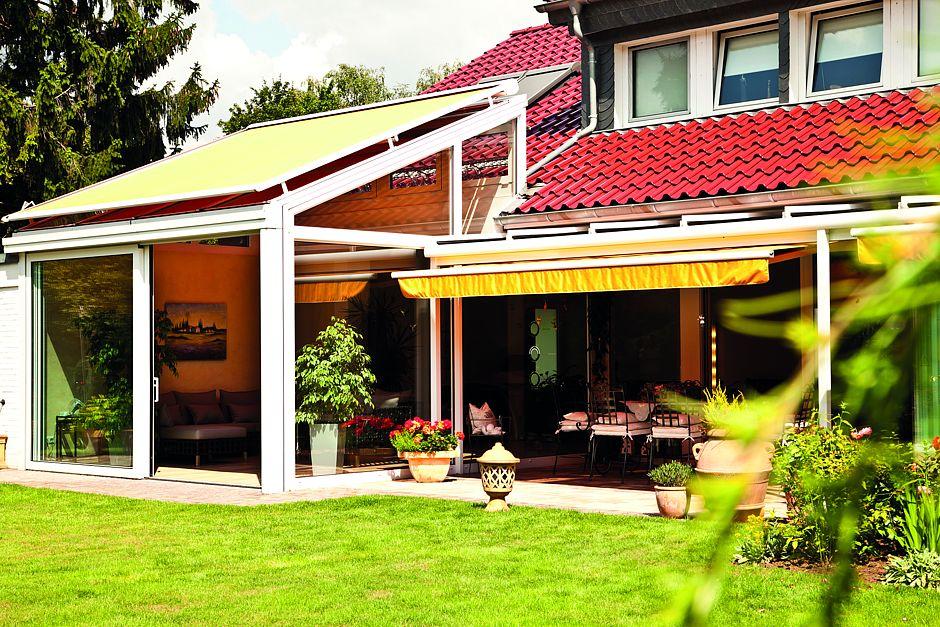 Ein Wintergarten steigert die Wohnqualität. Und eine passende Markise verhindert zur warmen Jahreszeit das übermäßige Aufheizen des Innenraumes.Foto: BVRS/txn