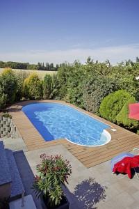 """Das Gütesiegel """"Pool Plus"""" gibt Sicherheit bei der Planung und Anlage des privaten Freibades. Foto: djd/Bundesverband Schwimmbad & Wellness e.V."""