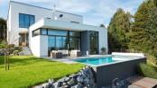 Ein echtes Schmuckstück: Ein privater Pool macht den Garten noch mal so attraktiv. © Bundesverband Schwimmbad & Wellness e.V.