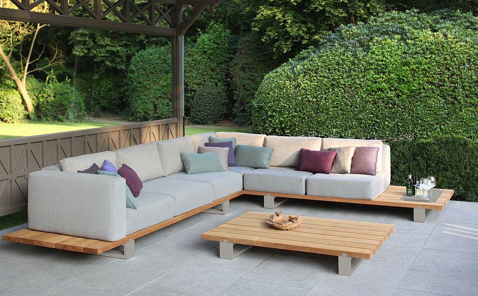 Die Lounge-Kollektion VIGOR von Royal Botania vereint gleich zwei der aktuellsten Trends: Teakholz und Beige. Bild: Lounge-Kollektion VIGOR © Who´s Perfect