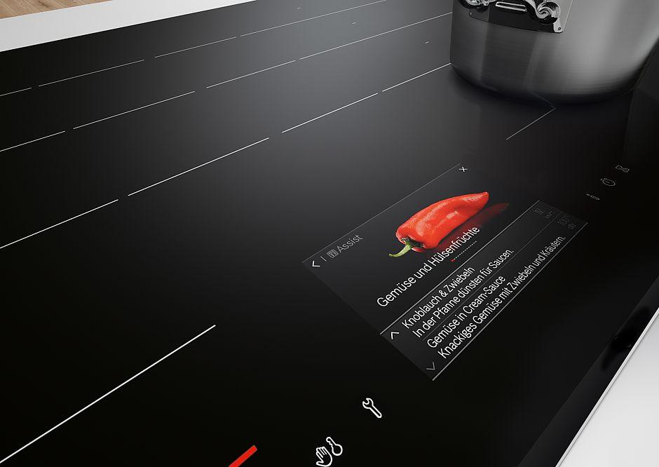 Haben wir vergessen unser neues Premium-Induktionskochfeld (ab Anfang 2017) mit TFT-Touchdisplay auszuschalten? Demnächst muss man sich darüber u.v.m. keinerlei Gedanken mehr machen, denn per App lässt sich alles von überall aus kontrollieren. (Foto: AMK)