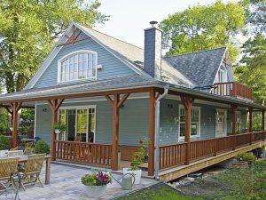 Die Holzfassade dieses individuell geplanten MAX-Hauses fügt sich harmonisch in die Umgebung ein Foto: Ines Weitermann Presse & Marketing