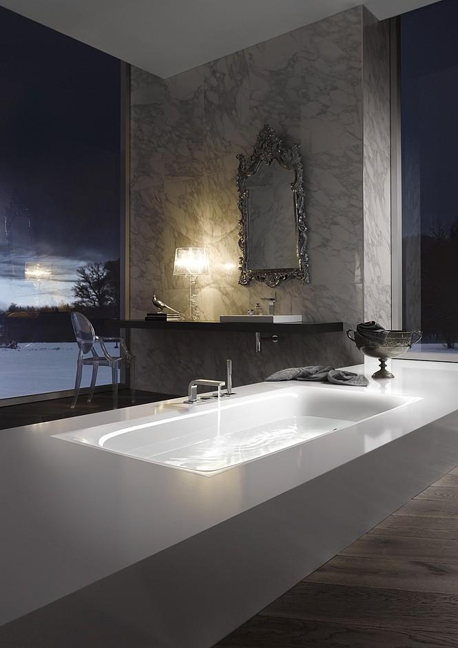 Wenn draußen Minusgrade herrschen, ist das die Gelegenheit für einen Tag im Bad. Stimmungsvolle Arrangements schaffen Geborgenheit. Foto: Vereinigung Deutsche Sanitärwirtschaft (VDS) / Bette