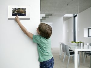 Kinderleichte Bedienung der Haustechnik © Busch-Jaeger