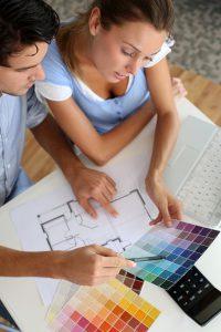 Bauherren bei der Farbauswahl © googluz / Fotolia.com
