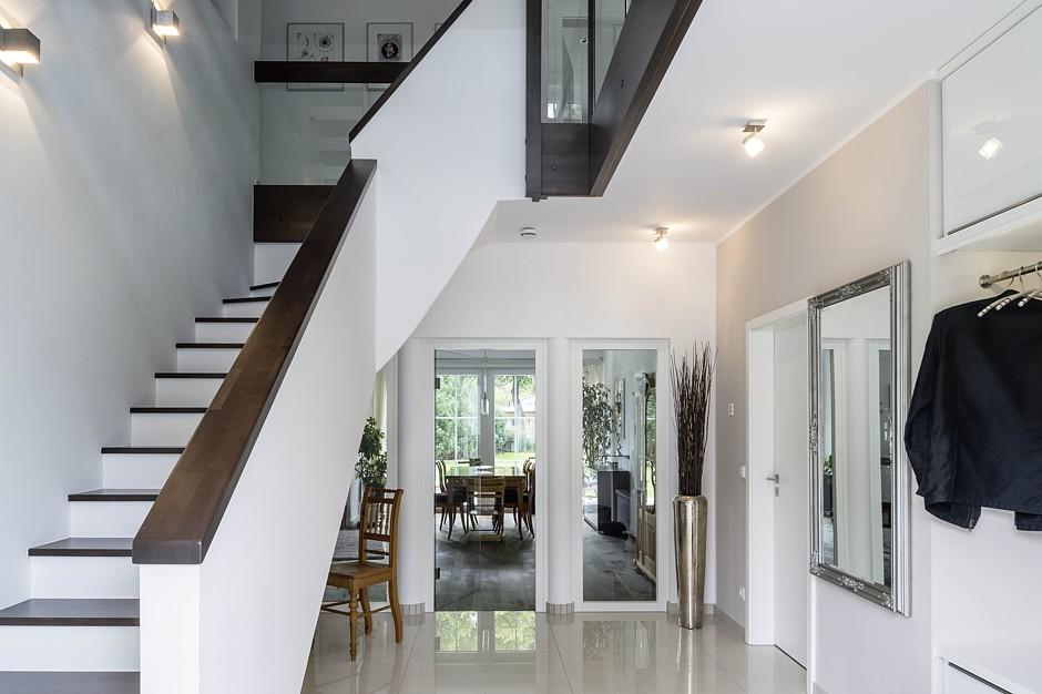 arge haus modern chic und massiv jetzt auf. Black Bedroom Furniture Sets. Home Design Ideas