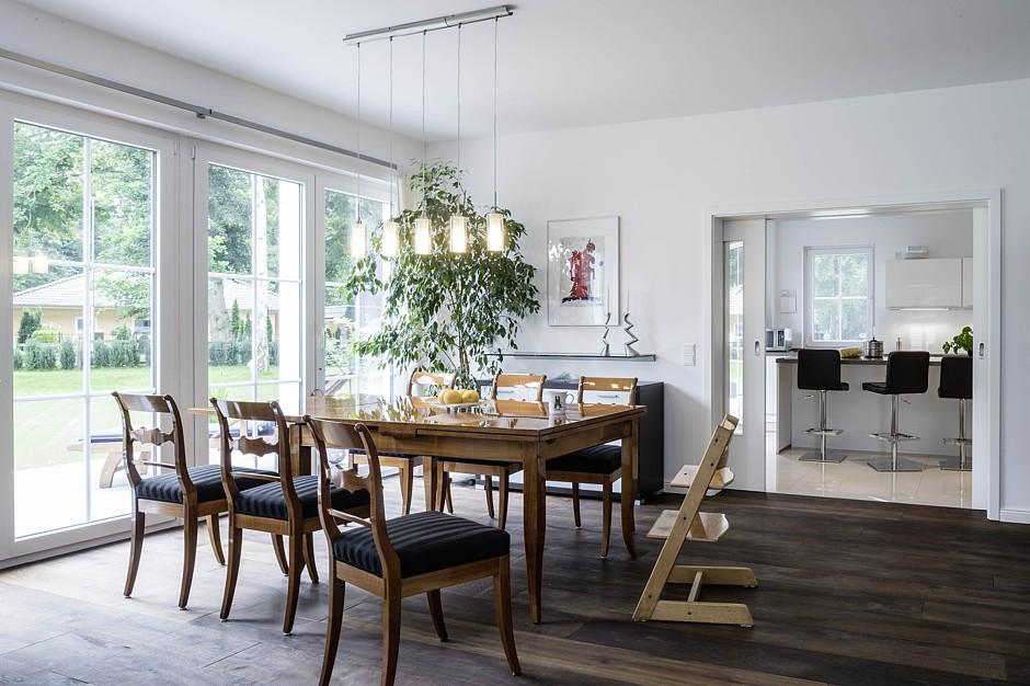 Arge haus modern chic und massiv for Haus modern innen