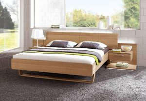 Auch Massivholz ist im deutschen Schlafzimmer ein beliebtes Material. Foto: VDM/In Casa