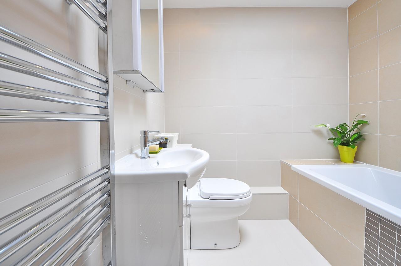 Neue Heizkörper im Zuge der Badsanierung – Platz schaffen und Energie sparen