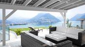 Das neue Solardach für die Terrasse ist Schattenspender, Wetterschutz und Energieproduzent in einem. Foto: djd/www.solarcarporte.de