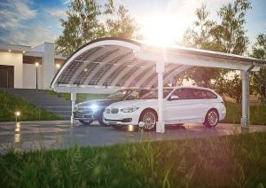 Der mit dem Solardach erzeugte Strom wird im eigenen Haus kostenfrei genutzt, überschüssiger Strom wird gespeichert, bis er gebraucht wird. Foto: djd/www.solarcarporte.de