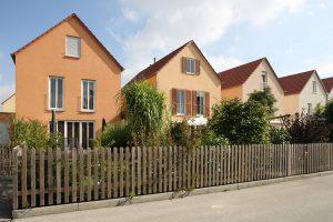 Ein frischer Putz sorgt wieder für eine ansprechende Optik des Hauses und den richtigen Schutz vor Witterungseinflüssen Foto: Schwenk Putztechnik GmbH & Co. KG