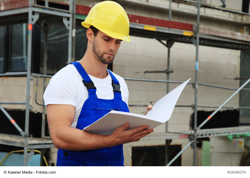 Vorarbeiter während der Bauabnahme © Kaesler Media / Fotolia.com