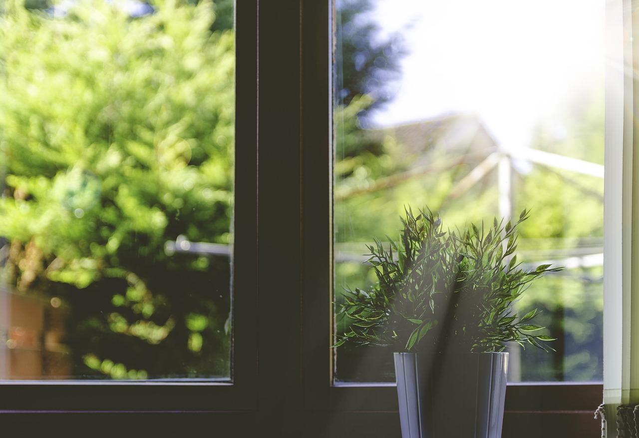 Fensterfolien bieten Schutz vor Sonne und Wärme
