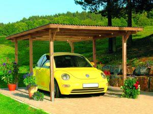 Ein Carport schützt das Auto das ganze Jahr über vor Umwelteinflüssen. Carports aus Holz, als beliebter Baustoff in der Gartengestaltung, passen sich besonders harmonisch in den Außenraum ein.