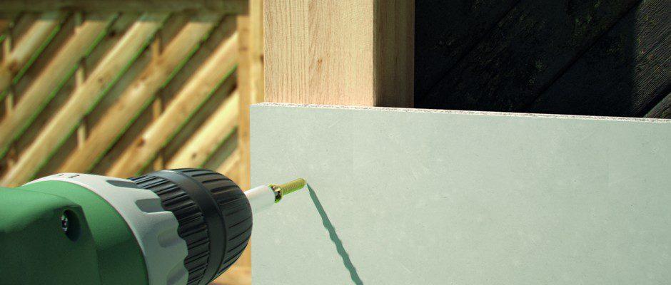 Wird der Carport mit Leichtbeton-Bauplatten beplankt, schützt er das Auto noch besser. Die dauerhaft feuchtebeständigen Platten werden im Anschluss einfach verputzt und mit einem Anstrich in Gebäudefarbe versehen. Foto: fermacell/txn