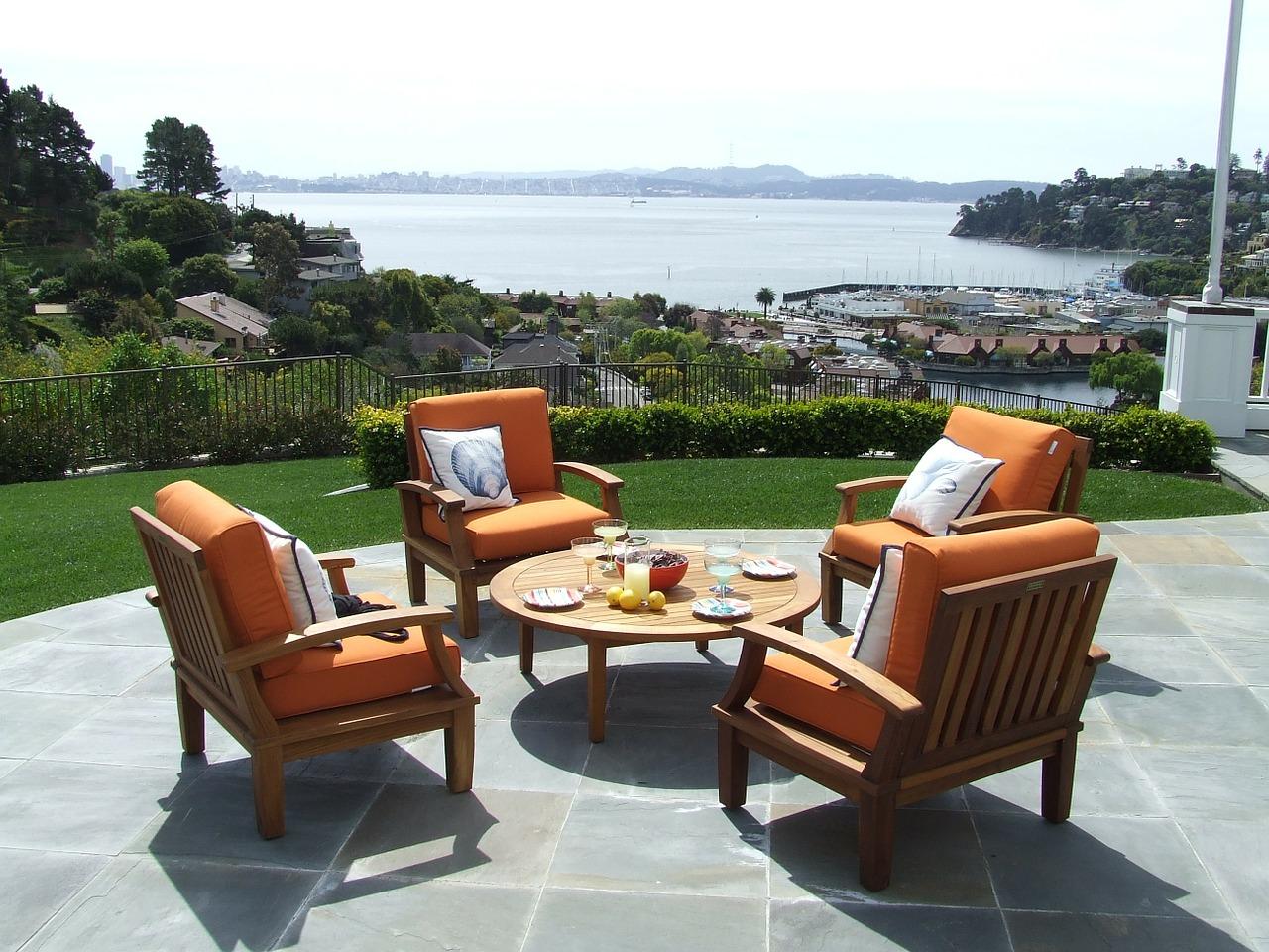 Mit den richtigen Gartenmöbeln bequem in die Outdoorsaison