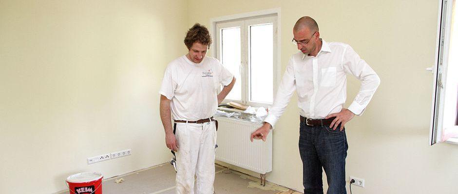 Barrierefrei modernisieren: Beim Einbau neuer Bodenbeläge lassen sich Schwellen zum Beispiel zwischen den Räumen eliminieren. Foto: djd/Bauherren-Schutzbund