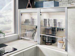 Auch in der kleinen Küche kann Stauraum fantastisch aussehen. (Foto: AMK)