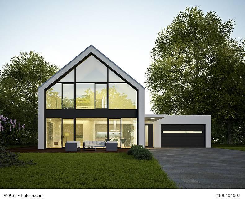 Ein modernes exklusives Haus mit großer Glasfront (c) KB3 - Fotolia.com