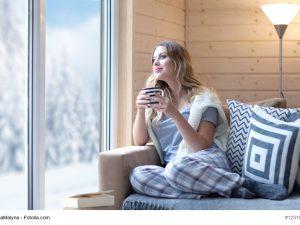 Wenn es im Winter draußen kalt ist, sorgt eine Infrarotheizung im Haus für wollige Wärme Foto: (c) NinaMalyna - Fotolia.com