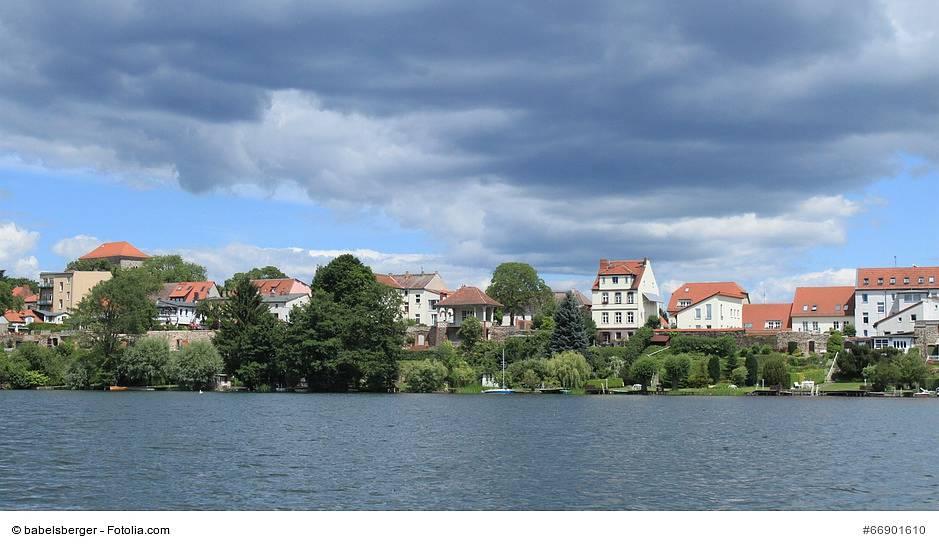 Blick über den Straussee auf Strausberg Foto: (c) babelsberger - Fotolia.com