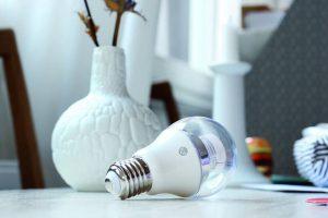 Die Smart White besticht mit einer Lebensdauer von 25 Jahren und besitzt ein Farbtemperaturspektrum von 2.200 bis 4.500 Kelvin bei bis zu 560 Lumen und nur 8,0 Watt Energieverbrauch.