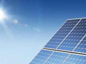 Die erneuerbaren Energien haben 2016 einen Anteil von ca. 32 Prozent zur Bruttostromerzeugung, 13,5 Prozent zur Wärmeerzeugung und 5 Prozent im Verkehr in Deutschland beigetragen