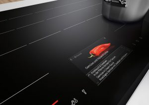 Ein digitaler Kochassistent direkt im Kochfeld gibt Ratschläge für ein leckeres Menü. Foto: AMK