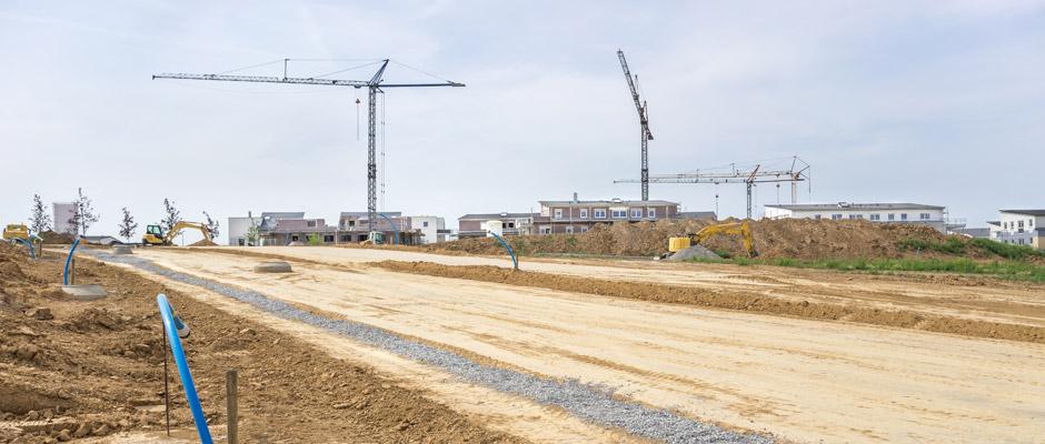 Grundstücke im Umfeld vorhandener Bebauung sind kaum auf dem Markt und bei den Maklern gibt es sogar Wartelisten. Eine vielversprechende Alternative stellen Baugebiete dar. © ThomBal / Fotolia.com