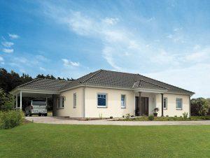 Ein Bungalow im Grünen bietet dauerhaft hohen Wohnkomfort. © BDF/Hanse Haus